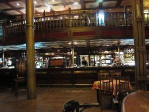 The bar (quiet night)