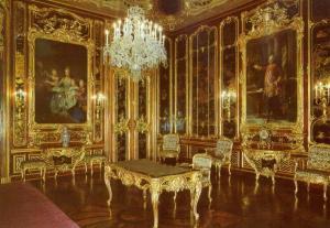 Vieux Laque Room